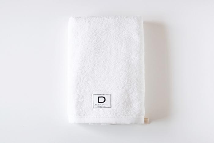 """CLASKA gallery&shop""""DO""""/バスタオル ¥4,104 高品質なタオルの名産地、愛媛県今治市で丁寧に作られたバスタオル。驚くほどふんわりと柔らかで、ボリューム感のあるバスタオルです。吸水性も素晴らしく、洗うたびにふっくらしてきます。"""
