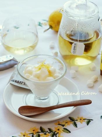 マシュマロとヨーグルトを混ぜて一晩置くだけで簡単に出来てしまいます。さっぱりした味わいが食後のデザートにぴったりです。