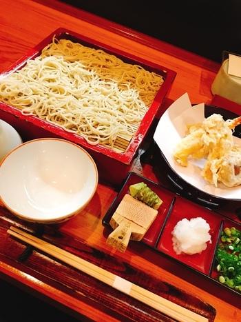 【画像は、岡山市内で一番人気のそば処「水谷」。板わさやとり焼き、にしんのうま煮等、蕎麦店らしい肴も人気。】