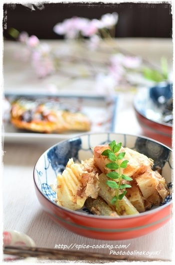 春の野菜「たけのこ」を使った旬をたのしめるレシピ。和食のもう一品に便利です。仕上げに木の芽を添えて、見た目も美しく。