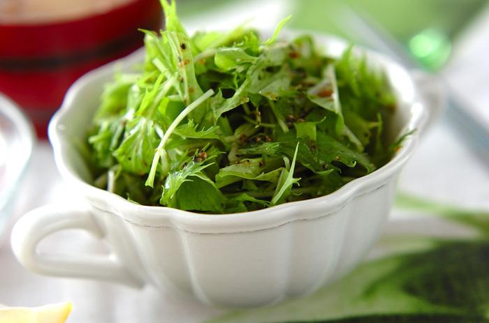 水菜のサラダは、シャキシャキとした食感も美味しいですよね。食感を楽しむためには、食べる直前にドレッシングをかけるのがポイントなんだそう◎