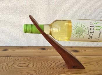 バランス感覚が素敵!お気に入りワインや作品をおしゃれに飾れますね。
