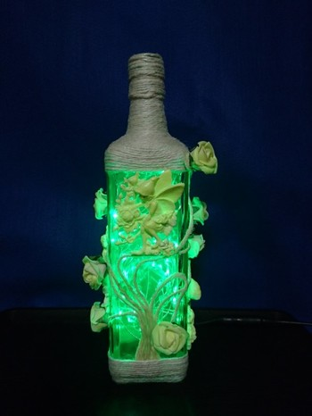 とても凝っていますね。麻ひもや粘土を使ってオリジナル作品はいかが?なんと、蓄光スプレーが吹き付けてあるので暗闇で発光するのだそうです。