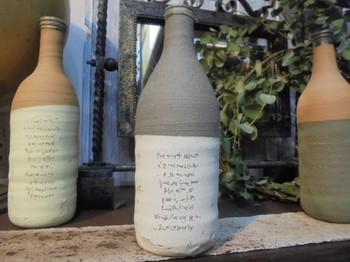 モダンな雰囲気のワインボトル。和洋どちらでも使えそう。