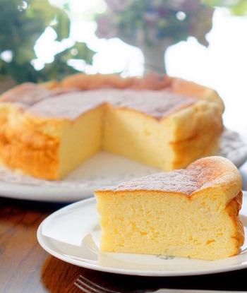 ふわふわのスフレチーズケーキをご自宅で♪カッテージチーズと米粉を使って作るカロリーひかえめレシピがうれしいですよね。