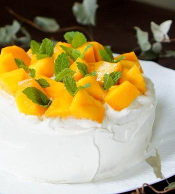 ショートケーキの台となるスポンジをストウブで焼くレシピ。これさえ覚えておけば、お好みのフルーツで自由に仕上げることができますね。