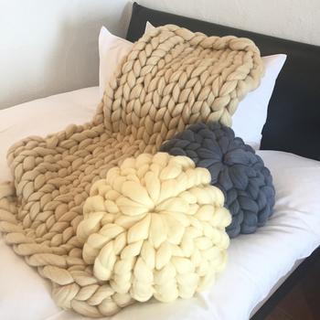 ブランケット+クッションで冬のベッドやソファ周りを暖かに演出して♪