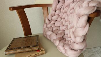 編み方が簡単なので、ブランケットなど日常的に使える大判のアイテムでも手軽に編めるのが魅力。