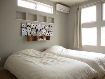 定番のウニッコ柄は大判の花柄がインパクト大。でも落ち着いた色にすると寝室にもぴったりな落ち着いたアクセントに♪