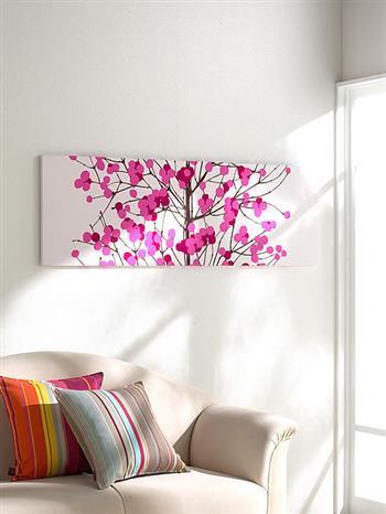 ピンクの雪イチゴ柄は、お部屋をぐっとあたたかい雰囲気にしてくれます。 和室にも似合いそう。