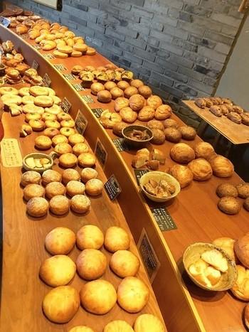 この製法を主体にした10種類の生地から、パンストックさんご自慢の60種類の美味しいパンが製造されるのです。