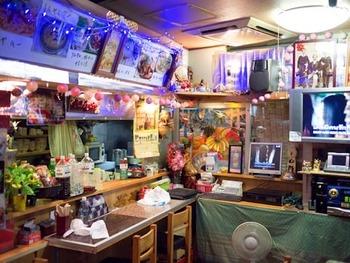 小さめの店内にギュッとタイのエッセンスが詰め込まれています。ディープな雰囲気なのにどこか落ち着く、不思議な空間です。