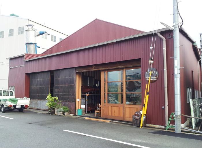 「北の椅子と」は神戸にあるヴィンテージ家具と雑貨の専門店です。北欧を中心としたヴィンテージ家具を輸入、リペア、販売を行っています。