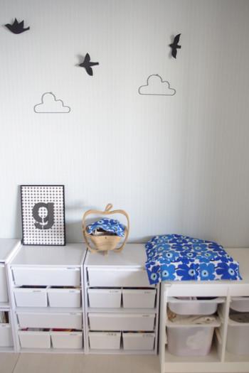 白を基調とした落ち着いたお部屋も、ぱっと花が咲いたような雰囲気に。