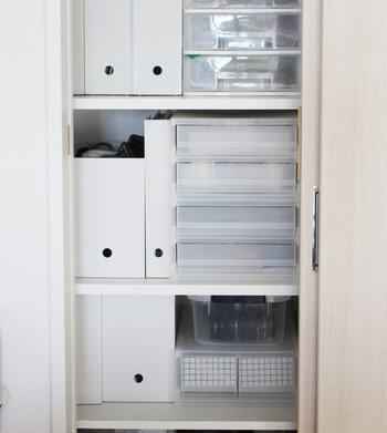 量が多い場合は、キャビネットの中で何段にも分けて収納しておけば、いくら増えても大丈夫。
