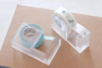 よく使うお気に入りのものは、そのままテープホルダーに入れてリビングやキッチンに置いても◎。季節感あるテープはインテリアのアクセントにもなりそう。