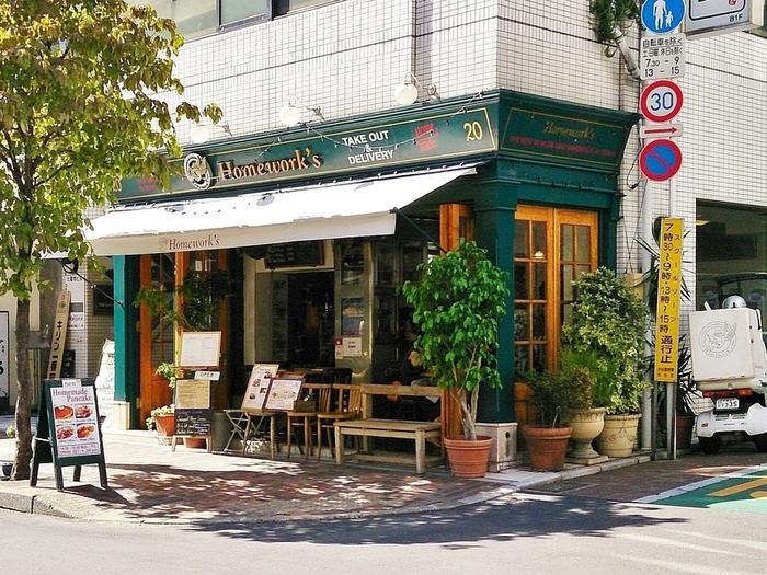 広尾と麻布にあるサンドイッチとハンバーガーの専門店。日本最初のグルメハンバーガー&サンドイッチレストランなんだとか。