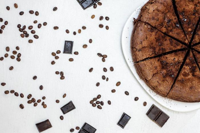 チョコレート好きなら、体験せずにはいられないビーントゥバー。産地や焙煎などプロセスにこだわったチョコレートは、大人ならではの楽しみです。薫り高い贅沢を、ぜひ堪能してみてはいかがですか。