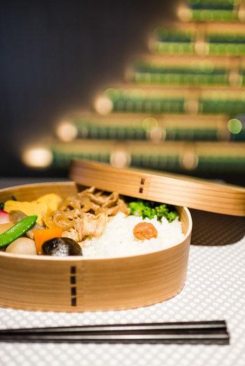 曲げわっぱに入ったお弁当もメニューに。お弁当は日本が誇る文化ですものね。