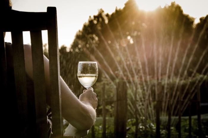 外の景色を眺めながらの一杯はまた格別♪いつものご飯やお酒がさらにおいしく感じるから不思議。 ※ルーフバルコニーでのバーベキューは、煙や臭い、騒音などの理由で禁止行為となる場合もあります。マンション等の共同住宅では規約で禁止されていることもありますので事前に確認しましょう。