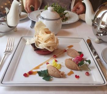 フレンチの華やかな盛り付け。お料理に紅茶を使っているものも多いそうです。