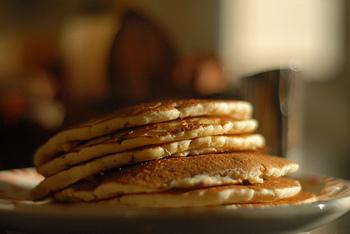 朝食やおやつにぴったりのパンケーキ。お腹もココロも満たしてくれる優秀なメニューですよね。 そのパンケーキにひと工夫加えた「パンケーキアート」という料理をご存知ですか?