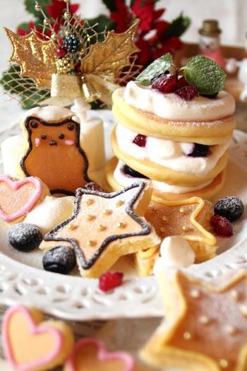 こちらは型抜きしたパンケーキをアイシングなどでデコレーションしたもの。イベントにもぴったりの華やかなメニューです。