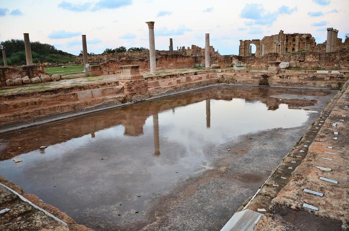 137年に完成したハドリアヌスの浴場。浴場だけでなく、プールや冷浴場もそなえた娯楽施設のような場所だっと考えられています。