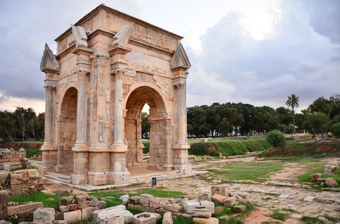 『レプティス・マグナ』は、アフリカ初のローマ皇帝セプティミウス・セウェルスを輩出したことでも有名です。こちらは彼の業績を記念して作られた「セウェルスの凱旋門」。