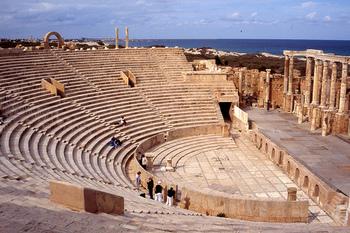 北アフリカで2番目の広さを誇るアウグストゥスの劇場。1世紀初めごろに、アウグストゥス帝によって建設されたと考えられています。