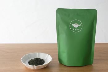 甘みが特徴の「サエミドリ」と、コクがある「ユタカミドリ」をベースにしてブレンドされた「こくまろ」は、玉露のようなまろみと香ばしい香りが特徴です。