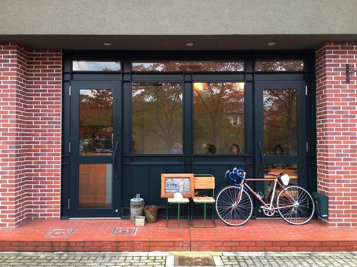 「平安神宮」の近く、琵琶湖疏水沿いにある「メメントモリ」は、疎水べりの穏やかな雰囲気そのままの素敵カフェ。