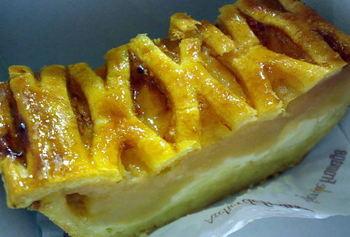 モンドセレクション連続金賞の自家製カマンベールのアップルパイをはじめ、チーズをふんだんに使ったスイーツも魅力的。