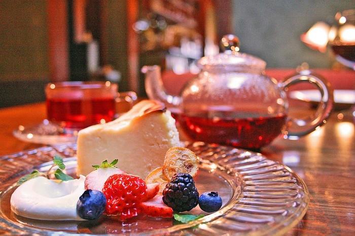 おすすめのベイクドチーズケーキは、とにかく絶品!と大人気。ハーブティーと一緒に、ほっこりティータイムはいかがでしょう…。