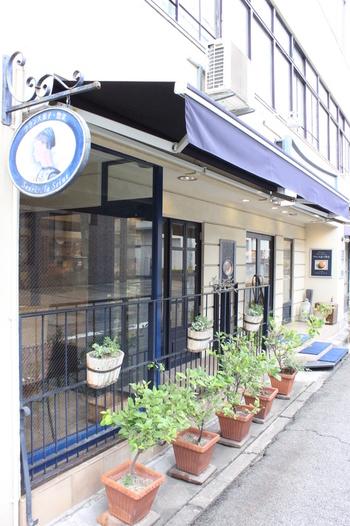 「スーリィ・ラ・セーヌ」は、岡山で有名なパティスリー。岡山電気軌道「県庁通り」の近くに店があります。