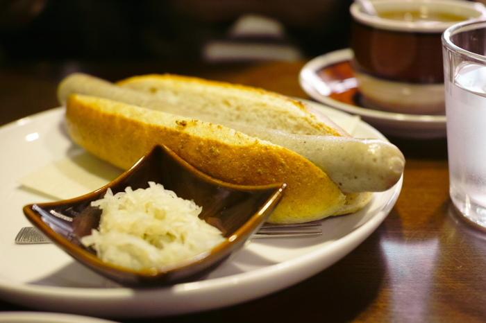 ドリンクの他は、ワッフルとホットドッグのみ。ワッフルは、サクサク、フワフワ。メープルシロップもこだわりの銘柄で、とっても美味しいと評判です。