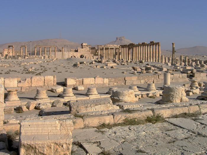 ローマ帝国と東方地域との通商に欠かせない都市であった『パルミラ』。第3回視察旅行の途中、129年に訪れたハドリアヌスは、『パルミナ・ハドリアナ』と改名するほどその魅力の虜になったとか。
