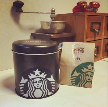 スターバックスコーヒーの保存缶  スタイリッシュでシンプルなお洒落なコーヒー缶! 密閉度も抜群!かっこ可愛い感じが素敵です♪
