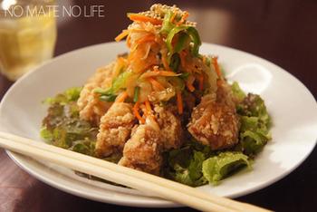 から揚げと一緒にお野菜もたくさん摂れる、甘酢タレを使ったレシピ。栄養のことも考えられた一石二鳥の唐揚げです。