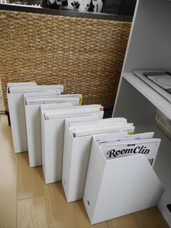 雑多な印象になりがちな雑誌の収納にも便利です。保存しておきたいお気に入りの雑誌を種類ごとにすっきりまとめましょう。