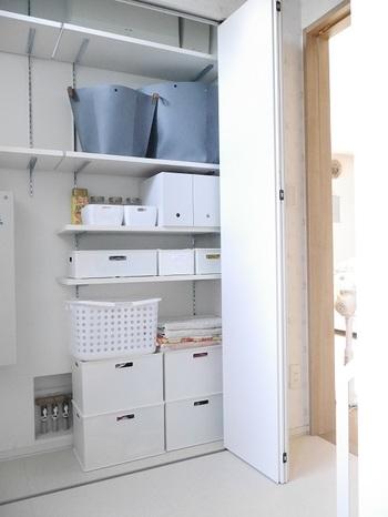 他の収納ボックスもホワイトグレーで統一すると、より清潔感も出ます。