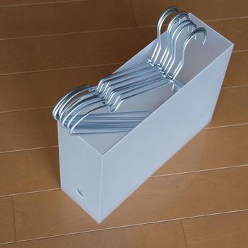 収納方法に悩みがちなハンガーの収納にも使えます。1本ずつ、さっと取り出しやすいのもハンガー収納では大事なポイントです。