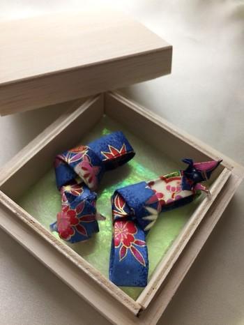 シンプルだけど千代紙の美しさが引き立つ素敵な箸置き。おもてなしにもピッタリのテーブルコーデが作れます。