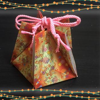 小物入れは、小さなプレゼントの贈り物入れにも使えそう♪紐を付ければ巾着袋に!千代紙の和柄が生きる小物アイテムです。