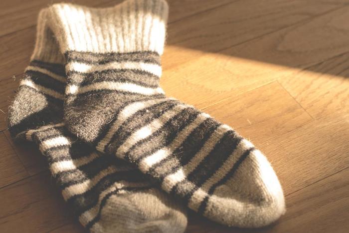 上半身より下半身の体温が低い状態を「冷え」と言います。冷えの状態になると体調を崩しやすくなるほか、代謝が下がって太る原因になったり、吹き出物ができたりします。冷えをとるためには「頭寒足熱」がポイント。半身浴や靴下の重ね履き、腹八分目の食事やストレスをためないことが大切です。