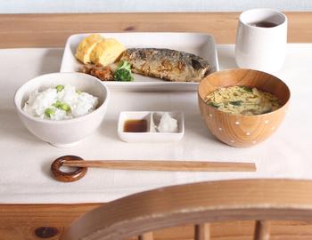 食材の彩が映えるおしゃれな和食器。シンプルですっきりしたデザインと、使い勝手の良いサイズ感も魅力です。お手頃価格で気軽に買いたしができるのも嬉しいですね♪