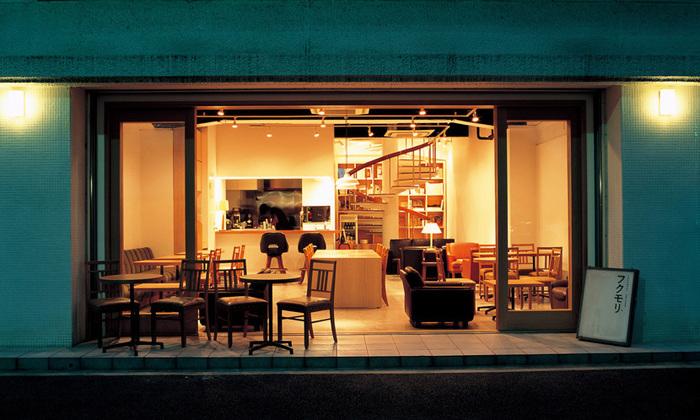 """山形県の「福」を「盛り」合わせたご飯をいただける""""フクモリ""""は、馬喰町駅から徒歩3分ほど。カフェ兼定食屋さんになっているので、お昼~夜まで様々なシーンで利用できます。"""