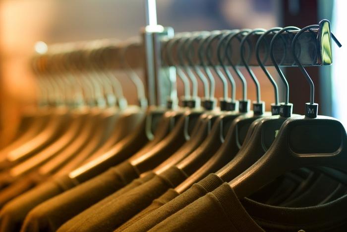 洋服のサイズ表記はあくまでも目安です。ブランドによって、また、アイテムのデザインによっては、いつもと違うサイズがぴったりな場合もあります。試着せず本当に自分に合った服を逃しているかもしれないと思うと、もったいないですよね。
