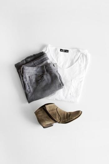 「素のままの自分」を引き出すことを大事にするフランス女性はシンプルなファッションが定番です。そのポイントは、ベーシックでシンプルなアイテムだけでさらりと着こなしてしまうことです。