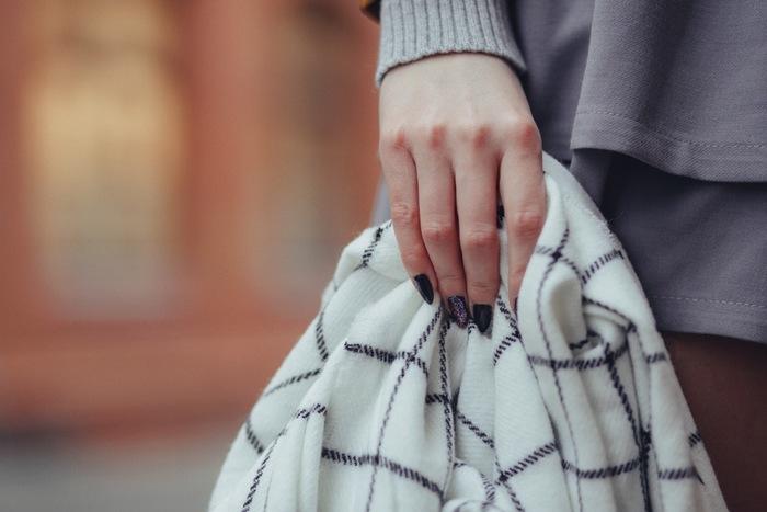 お洋服などを新調することが少ないフランス女性は、そのぶん購入するときは品質にこだわって選びます。少ないワードローブの中には上質なモノだけが揃っています。